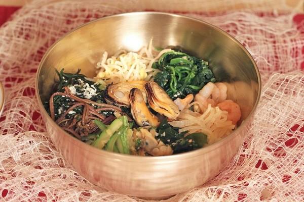 Cách làm món cơm trộn Hàn Quốc từ hải sản ngon bổ dưỡng